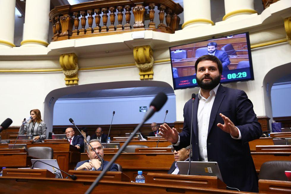 Alberto de Belaunde (Bancada Liberal), explicó que insistió en varias ocasiones para que se ponga al debate, pero sin éxito (Foto: GEC).