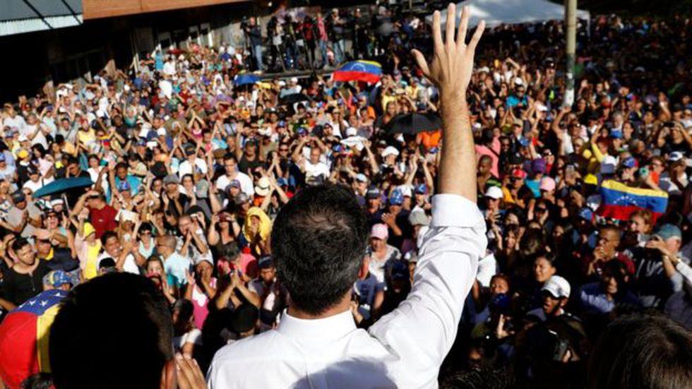 """Según Guaidó, un """"poderoso respaldo popular"""" es una de las razones por las que no ha sido arrestado."""