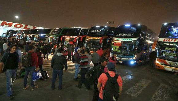 Los pasajeros ya pueden abordar buses en el terminal de Yerbateros. (Foto: GEC))