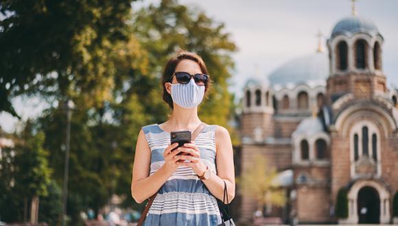 El especialista recomienda llevar gafas de sol homologadas que tengan todos los filtros protectores adecuados para prevenir los rayos UV. (Getty Images)