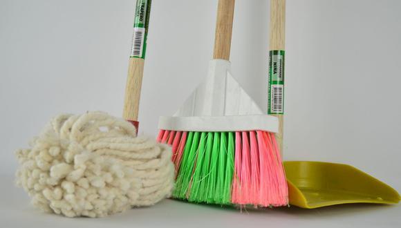 Eliminar los pelos o pelusas del piso es muy sencillo y sin mayor esfuerzo gracias a los trucos caseros. (Foto: Pixabay)