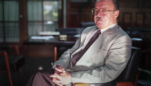 16 DE MARZO DEL 2000EN LA IMAGEN: PADRE JESUITA JUAN JULIO WICHT ROSSEL. EL PADRE VOLUNTARIAMENTE DECIDIO QUEDARSE COMO REHEN, JUNTO A 71 PERSONAS, EN LA RESIDENCIA DE LA EMBAJADA DE JAPON, TOMADA POR UN GRUPO DE TERRORISTAS DEL MRTA. FOTO: NANCY CHAPPELL