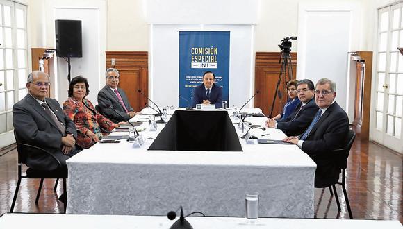 Los integrantes de la comisión especial para la elección de los miembros de la Junta Nacional de Justicia. (Foto: GEC)