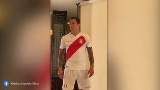 Gianluca Lapadula posó con la nueva camiseta de la selección para la Copa América