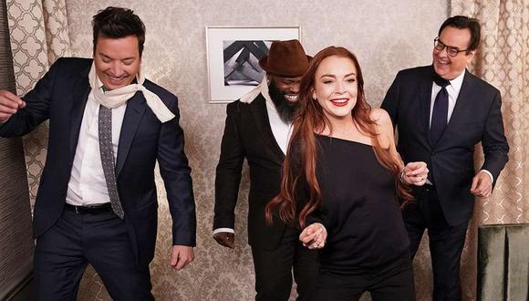 """La actriz Lindsay Lohan y el presentador se encargaron de parodiar una escena de """"Bird Box"""". (Foto: NBC)"""