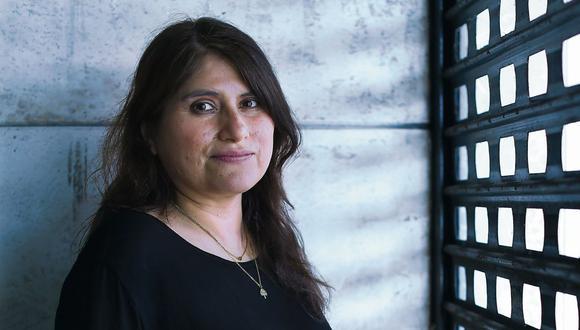 Con los cines cerrados, como el Pacífico de Miraflores, donde posa para esta foto, la cineasta peruana Melina León optó por trasladar su película a la plataforma Netflix. (Foto: Alessandro Currarino)