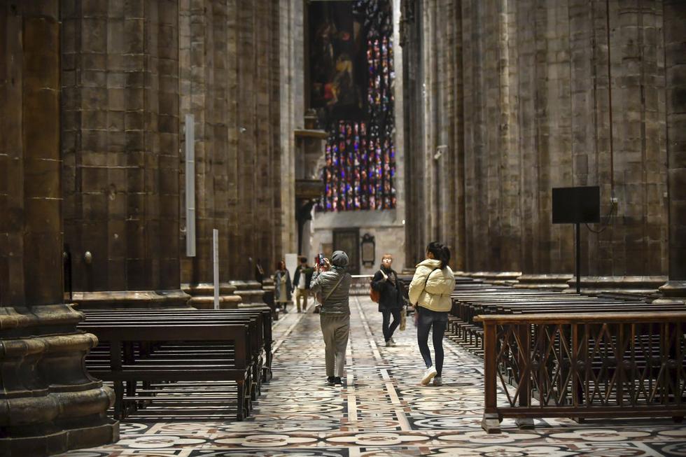 El gobierno autorizó la apertura de nuevo de monumentos y museos pero puso como condición que el número de los visitantes que ingresen sea limitado de manera que la distancia entre ellos supere el metro, lo que evita el contagio, según los expertos. (Foto: AP)