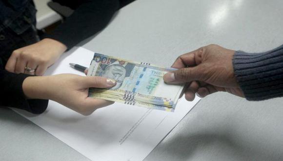 Desde el pasado miércoles 9 de diciembre se inició el registro de solicitudes que permitirá a los afiliados a la AFP retirar hasta 17.200 soles, equivalente a 4 UIT, de su fondo de pensiones (Foto: Andina)