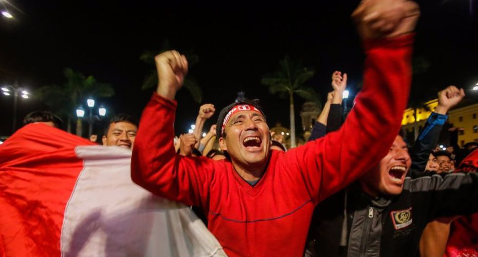 Así se vivió el triunfo de Perú en la Plaza de Armas [FOTOS] - 1