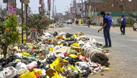 Comas: alcalde culpa a vecinos morosos por basura en las calles