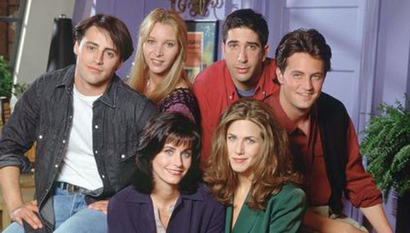 """""""Friends"""" hizo su debut en NBC y cambió para siempre el rostro de las Sitcom estadounidenses. (Foto: Cosmopolitan)"""