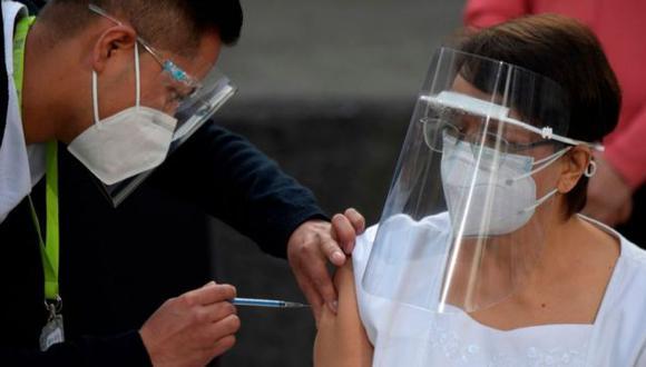 La vacunación contra el COVID-19 de adultos mayores de 50 a 59 años, iniciará la primera semana de mayo. (Foto: Getty Images)