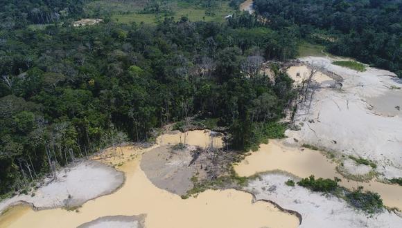 A fines de abril, las autoridades destruyeron campamentos y maquinaria para la extracción de oro en el sector del Pariamanu correspondiente a Boca Pariamarca. Foto: Marina de Guerra.