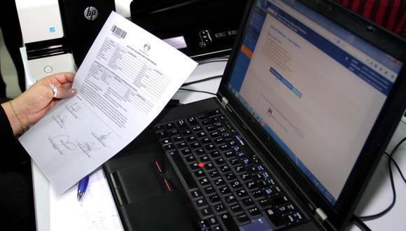 Desde el inicio de la pandemia del nuevo coronavirus, se ha multiplicado la solicitud de trámites virtuales en el sitio web de Reniec. (Foto: Andina)
