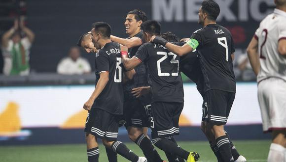 México vs. Venezuela: Roberto Alvarado igualó el marcador con un potente remate dentro del área | Foto: Reuters