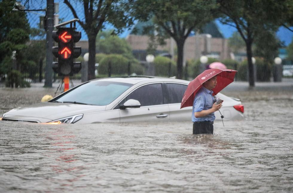 About 200,000 people were evacuated from Zhengzhou, local government officials said.  (Photo: STR / AFP).