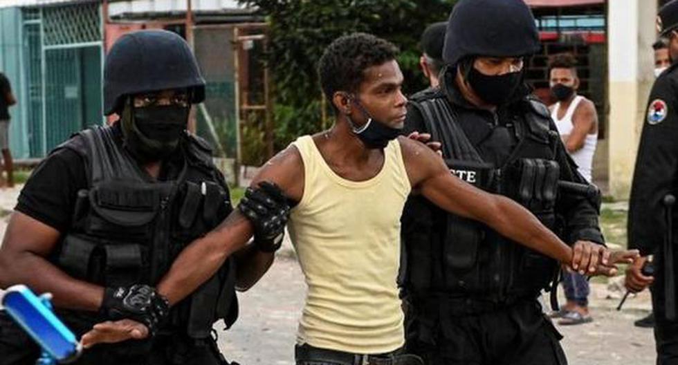 Diversas organizaciones de derechos humanos afirman que cientos de manifestantes fueron detenidos o están desaparecidos tras haber participado en las protestas en Cuba. (Foto: Getty Images)