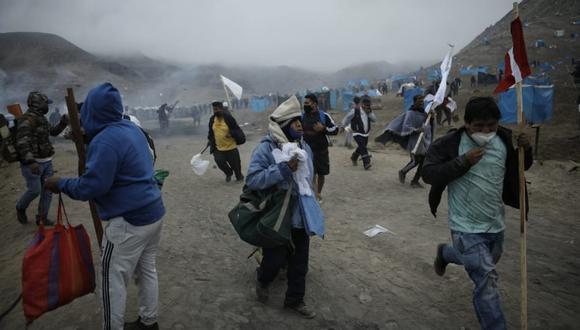 Los invasores recogen sus cosas y abandonan los puntos que habían ocupado. (Foto: Joel Alonzo / @photo.gec)