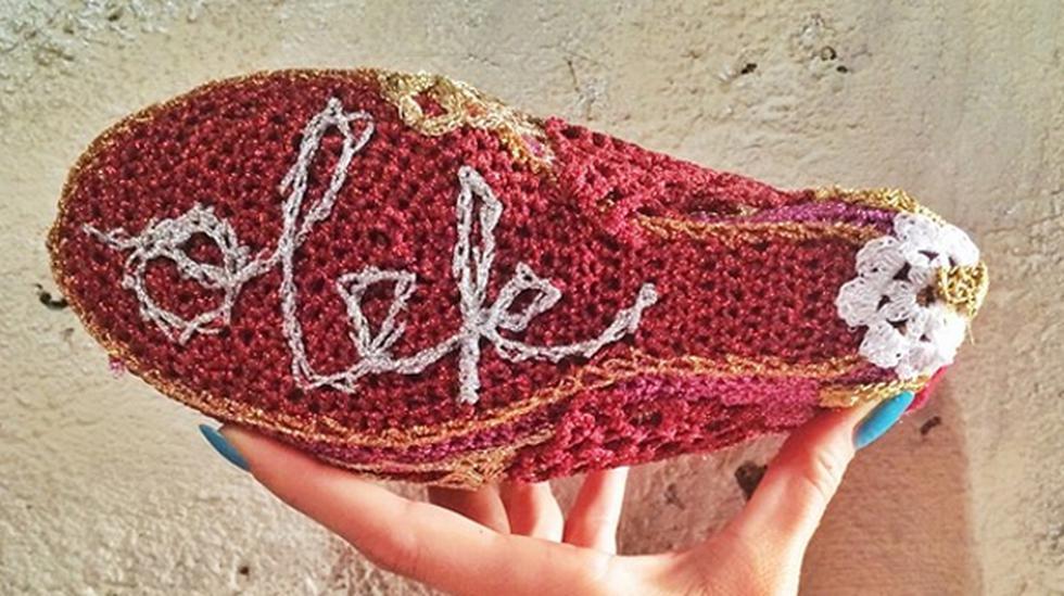 Mira estos zapatos a crochet creados por la diseñadora Olek - 2