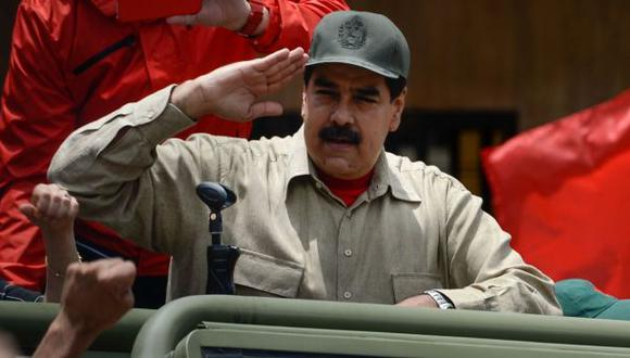 "Militares venezolanos prometen ""lealtad"" a Nicolás Maduro"