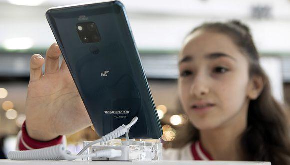Una niña prueba la tecnología 5G de Huawei en Argentina. (Foto: Xinhua)