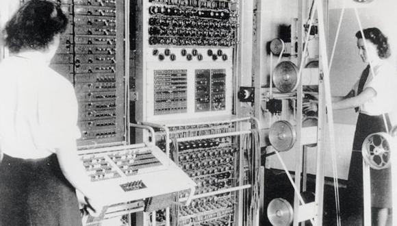 Colossus, la primera computadora electrónica programable, fue usada por la inteligencia británica durante la Segunda Guerra Mundial. Estas mujeres trabajaban operando la máquina. Foto: BLETCHLEY PARK TRUST/GETTY IMAGES/ vía BBC