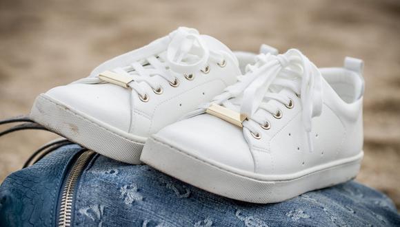 En esta pandemia, las zapatillas blanca son el calzado estrella del verano para estar cómodos en casa y armando diversos looks con estilo urbano. (Foto: Yerson Retamal / Pixabay)