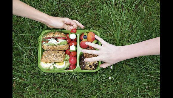 Si va a preparar sándwiches, evite el pan blanco. Lo ideal es el integral y, si tiene semillas, mejor.
