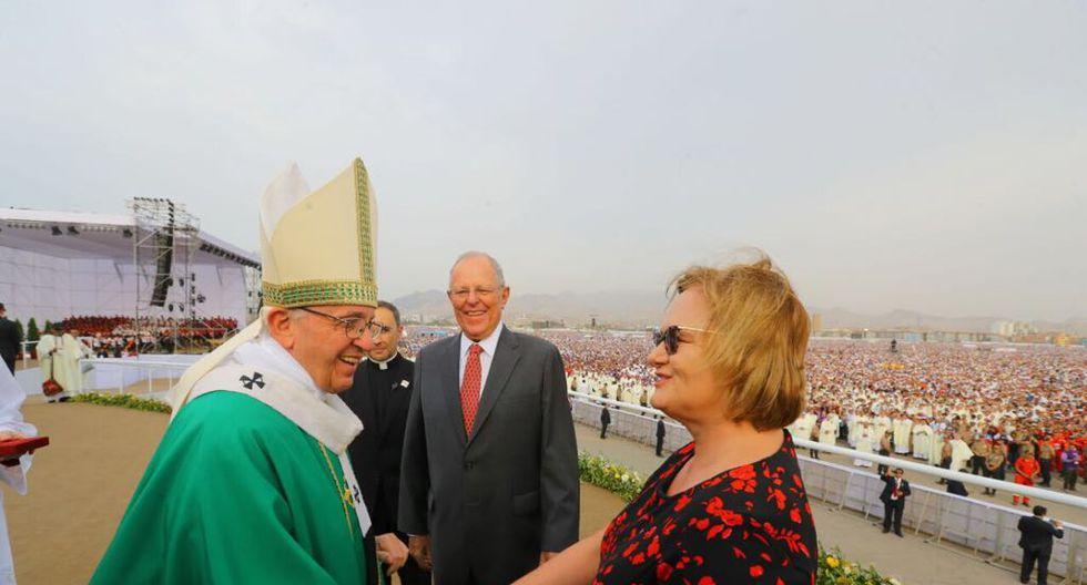 El jefe del Estado acudió antes a la misa que ofició el Sumo Pontífice en la Base Aérea Las Palmas. (Foto: Presidencia)