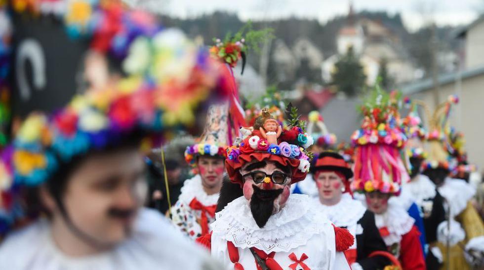 La tradición del carnaval ha envuelto de nuevo con su halo de magia y provocación el paisaje campestre y urbano de la República Checa. (Foto: AFP)