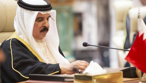 Una tercera persona, condenada a muerte en un caso distinto, por asesinato, también fue ejecutada. En la foto, el rey de Bárein, Hamad bin Isa Al Khalifa. (Foto: AFP)