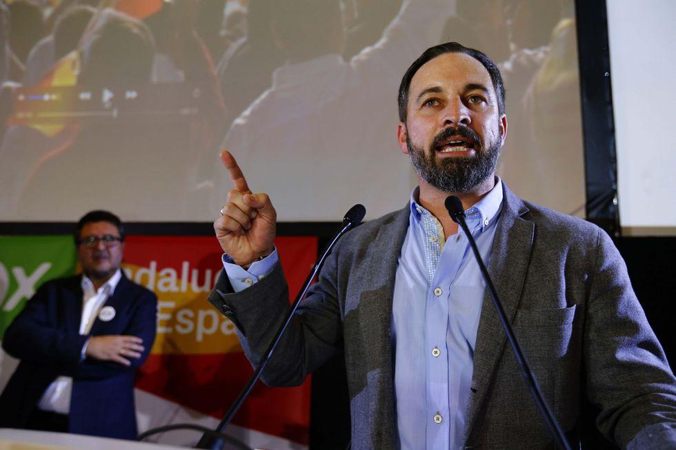 El líder del ultraderechista Vox, Santiago Abascal, celebra los resultados obtenidos por el partido en las elecciones de Andalucía. Foto: Reuters