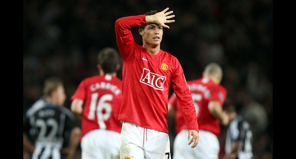 Manchester United fue el segundo club de Cristiano Ronaldo en su carrera profesional. Aquí el delantero celebra un gol en la Premier League el 12 de enero del 2008. AFP PHOTO/ANDREW YATES