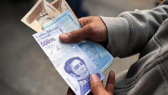 El dólar se cotizaba por encima de los 4 millones de bolívares soberanos en Venezuela. (Foto: AFP)