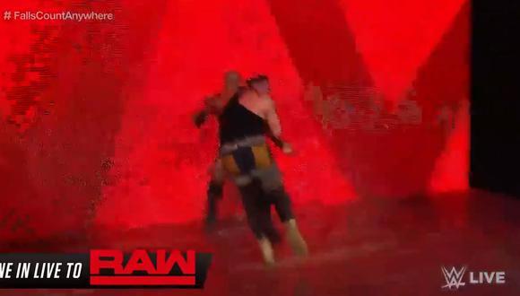 WWE: Braun Strowman y Bobby Lashley destruyeron las pantallas gigantes de la escenografía de RAW | VIDEO. (Foto: Captura de pantalla)