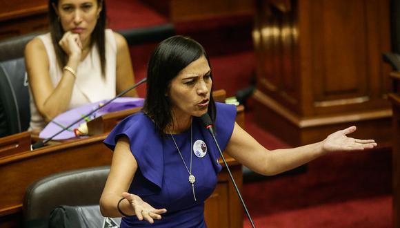 Milagros Salazar, una de las voceras alternas de Fuerza Popular, en el debate del pleno del Congreso. (Anthony Niño de Guzmán / El Comercio)