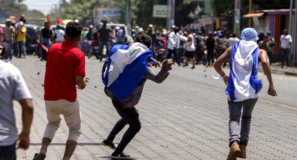 El ataque se produjo cuando la marcha avanzaba en el barrio popular Américas 3, norte de Managua, cuando simpatizantes de Ortega, apoyados por parapolicías y paramilitares, atacaron a un grupo de civiles. (EFE).