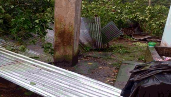 Los fuertes vientos provocaron el desprendimiento de los techos de calamina de varias viviendas | Foto: Indeci