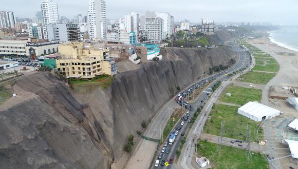 Los acantilados ubicados entre los distritos de San Miguel y Chorrillos representan un riesgo inminente ante derrumbes y deslizamientos. (Foto: Bryan Albornoz)