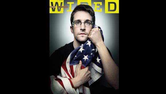 Snowden apareció abrazando la bandera de Estados Unidos