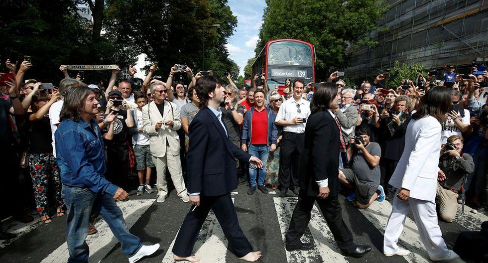 Centenares de personas se congregaron este jueves en el icónico cruce de la capital británica para celebrar el 50 aniversario de la imagen tomada en agosto de 1969.