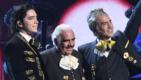 """Alex Fernández dedica su nueva canción """"El tiempo no perdona"""" a su padre Vicente Fernández. (Foto: AFP)"""