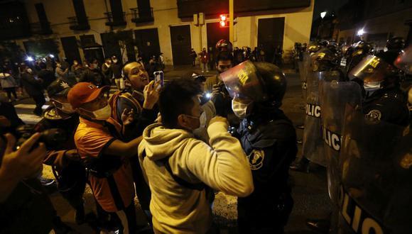 Los manifestantes trataron de avanzar en la avenida Abancay. (Francisco Neyra/ @photo.gec)