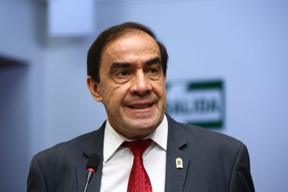 El legislador Yonhy Lescano tuvo un incidente con Rosa Bartra en la Comisión de Constitución. (Foto y Video: Congreso)