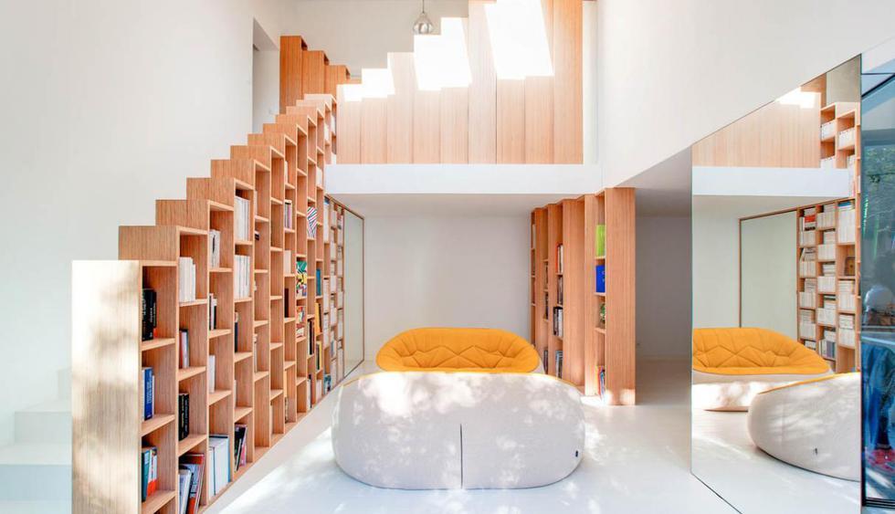 En esta casa a las afueras de París, los libreros son los grandes protagonistas. (Foto: andreamosca.com)