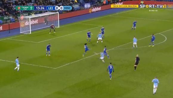 El mediocampista del Manchester City se desmarcó de tres rivales del Leicester City y preparó un potente disparo rasante al primer palo. (Foto: captura de video)