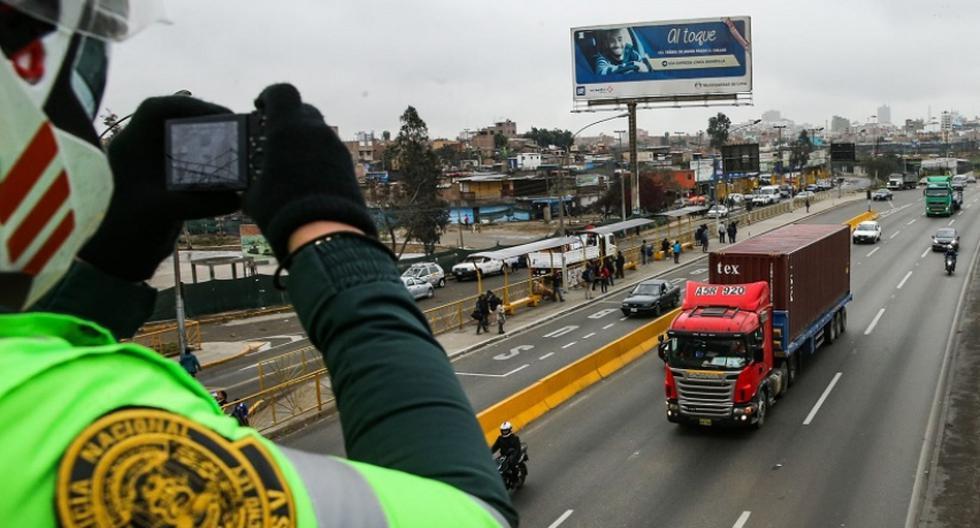 De acuerdo con la disposición de la Municipalidad Metropolitana de Lima (MML), 'pico y placa' se ejecuta de lunes a jueves, de 6:30 a.m. a 10:00 a.m. y de 5:00 p.m. a 9:00 p.m. (Foto: Andina)