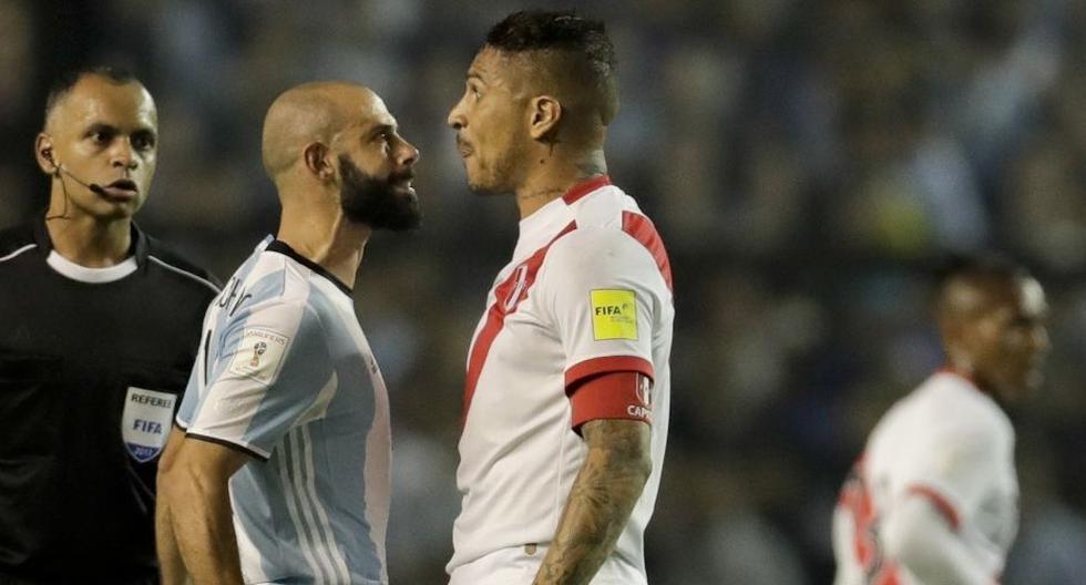 Paolo Guerrero tuvo un duelo aparte con Javier Mascherano en el 2017. (Foto: AP)