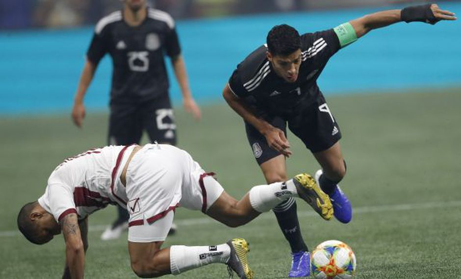 Raúl Jiménez, delantero mexicano que juega en la Premier League. (Foto: AP)