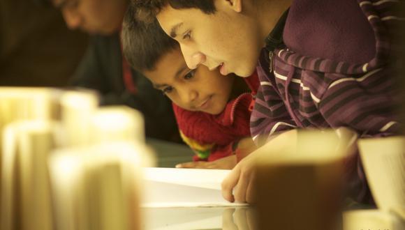 La demanda de libros para niños y jóvenes en nuestro país se ha incrementado en los últimos años en gran medida porque las madres y los padres de familia están más comprometidos con el fomento de la lectura. (Foto: Daniel Ritière)